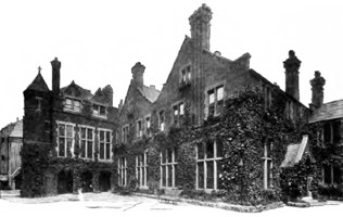 Toynbee Hall 1902, founded 1884